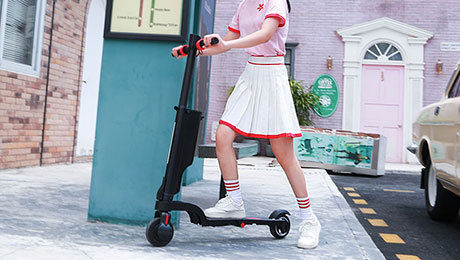 Electric scooters will be standard equipped on the road